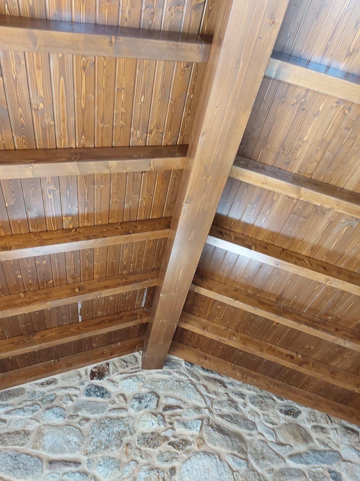 Armazón de tejado, cubierta y alero
