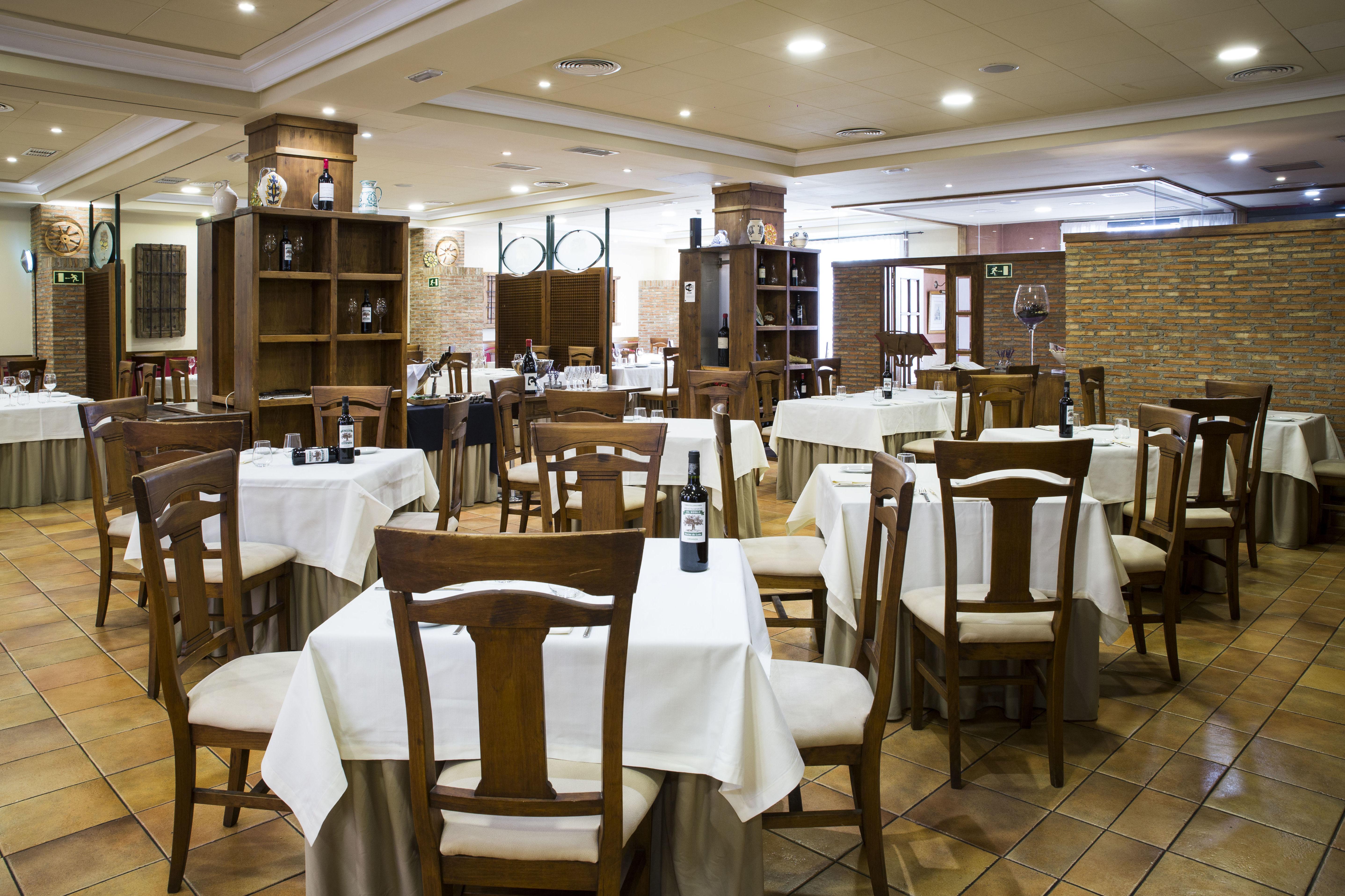 Foto 19 de Asadores en Arganda del Rey | Restaurante El Roble Hotel AB Arganda