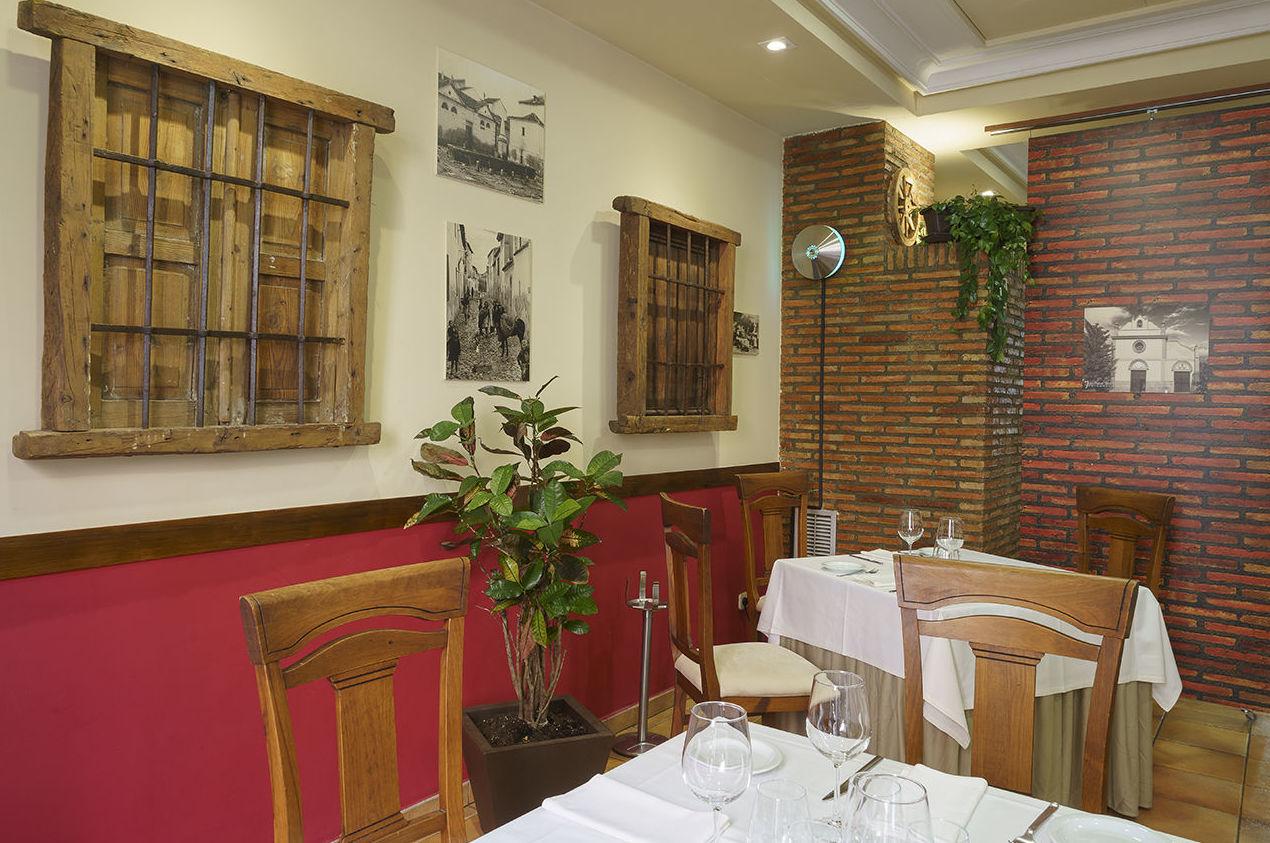 Foto 15 de Asadores en Arganda del Rey | Restaurante El Roble Hotel AB Arganda