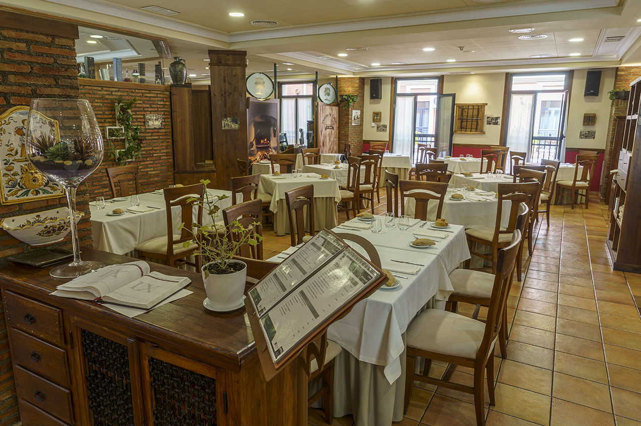 Foto 12 de Asadores en Arganda del Rey | Restaurante El Roble Hotel AB Arganda