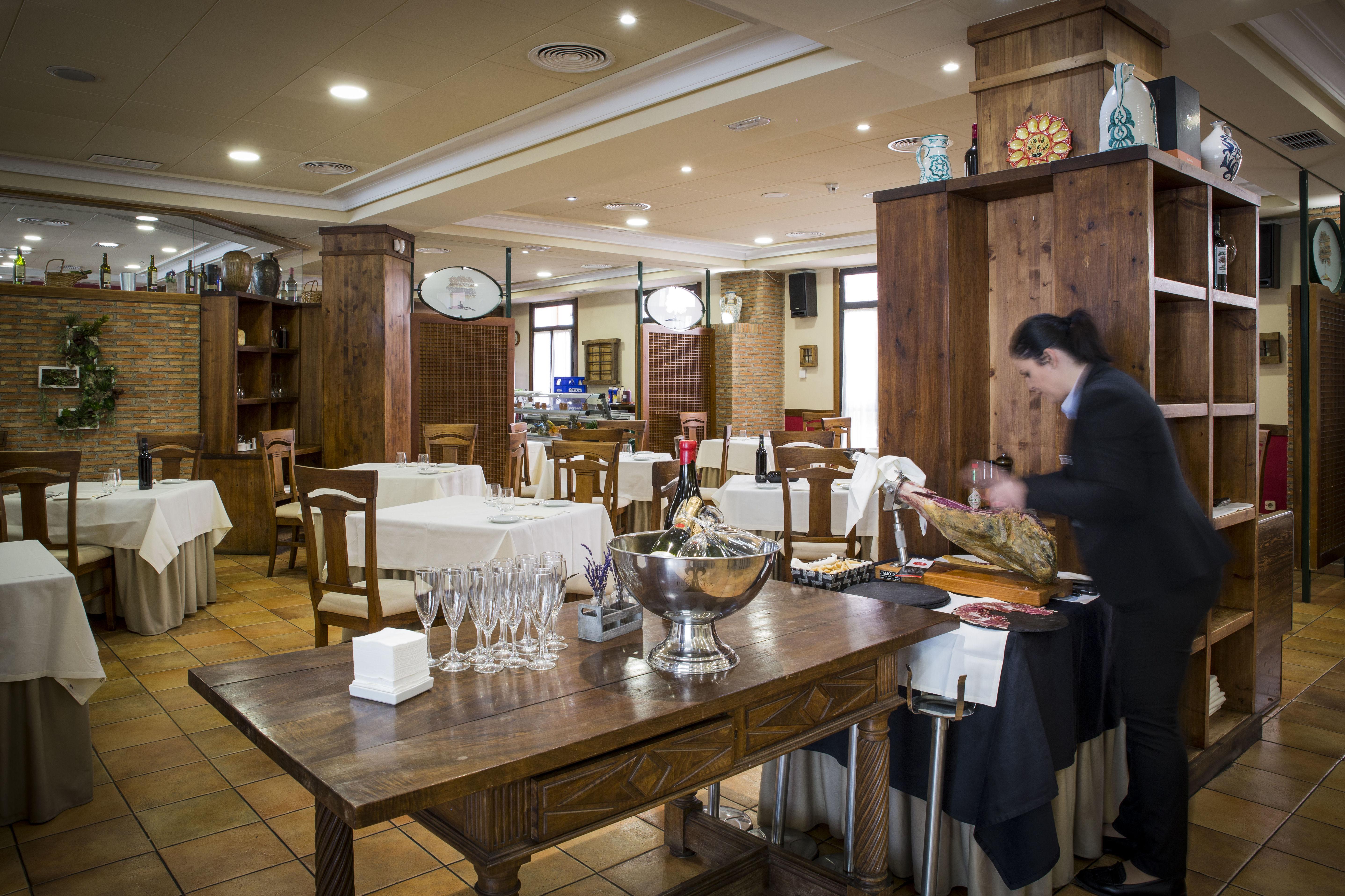Foto 7 de Asadores en Arganda del Rey | Restaurante El Roble Hotel AB Arganda