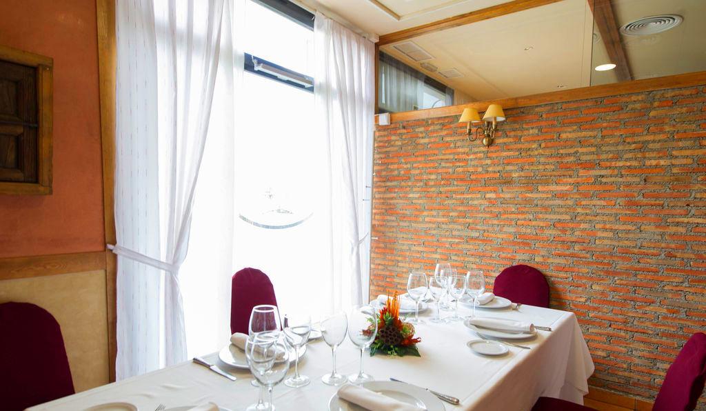 Foto 43 de Asadores en Arganda del Rey | Restaurante El Roble Hotel AB Arganda