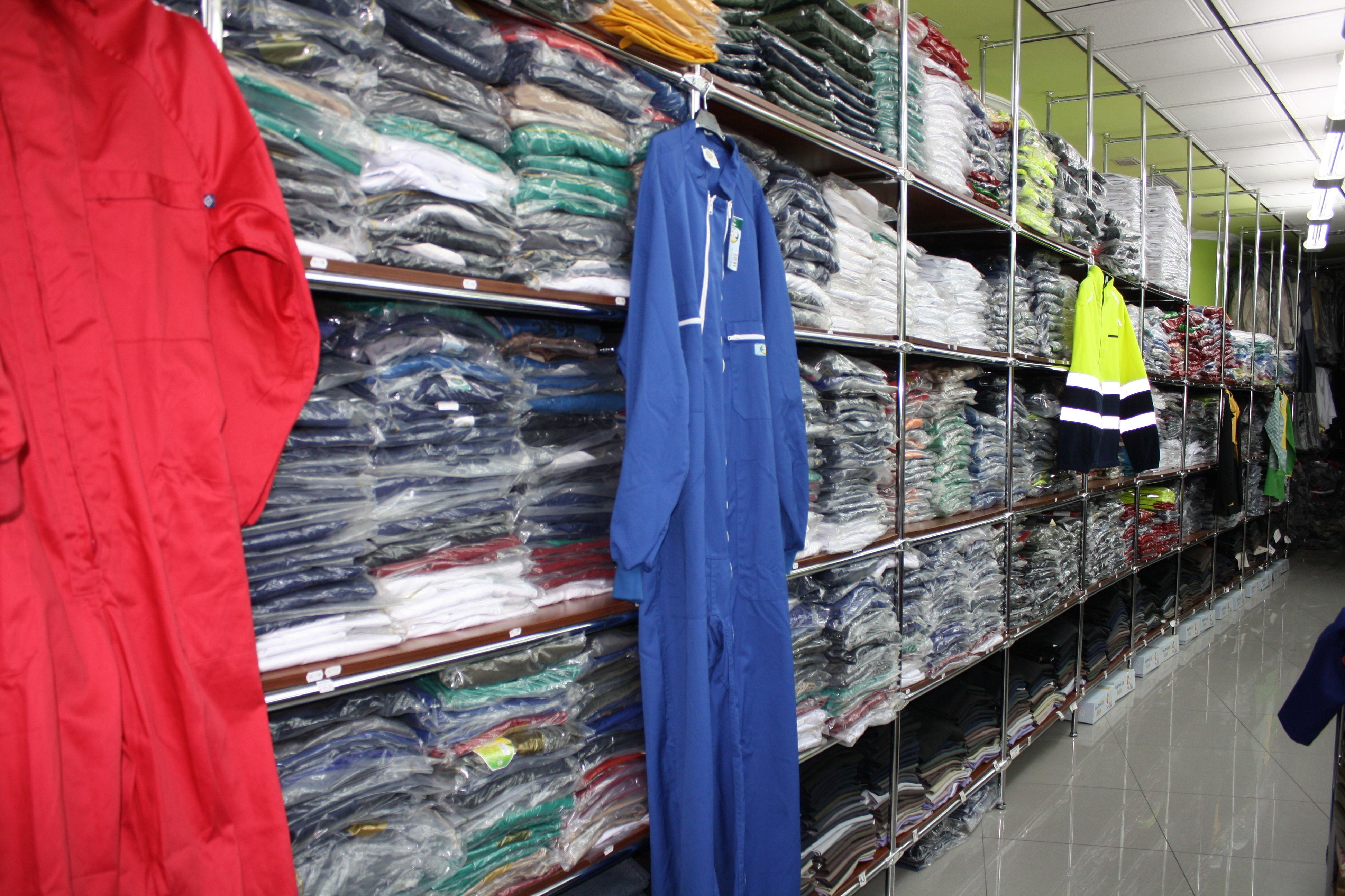 Foto 16 de Ropa de trabajo y Uniformes en Torrelavega | Confecciones C.R.A.S.-Confecciones Carpa