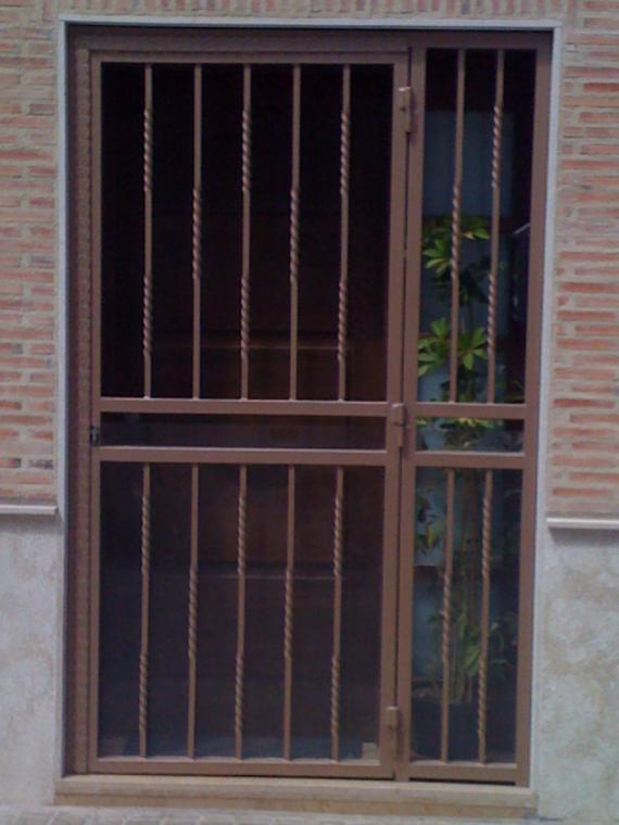 Foto 13 de Carpintería de aluminio, metálica y PVC en Valencia | Carpintería Metálica Alugaval, S.L.