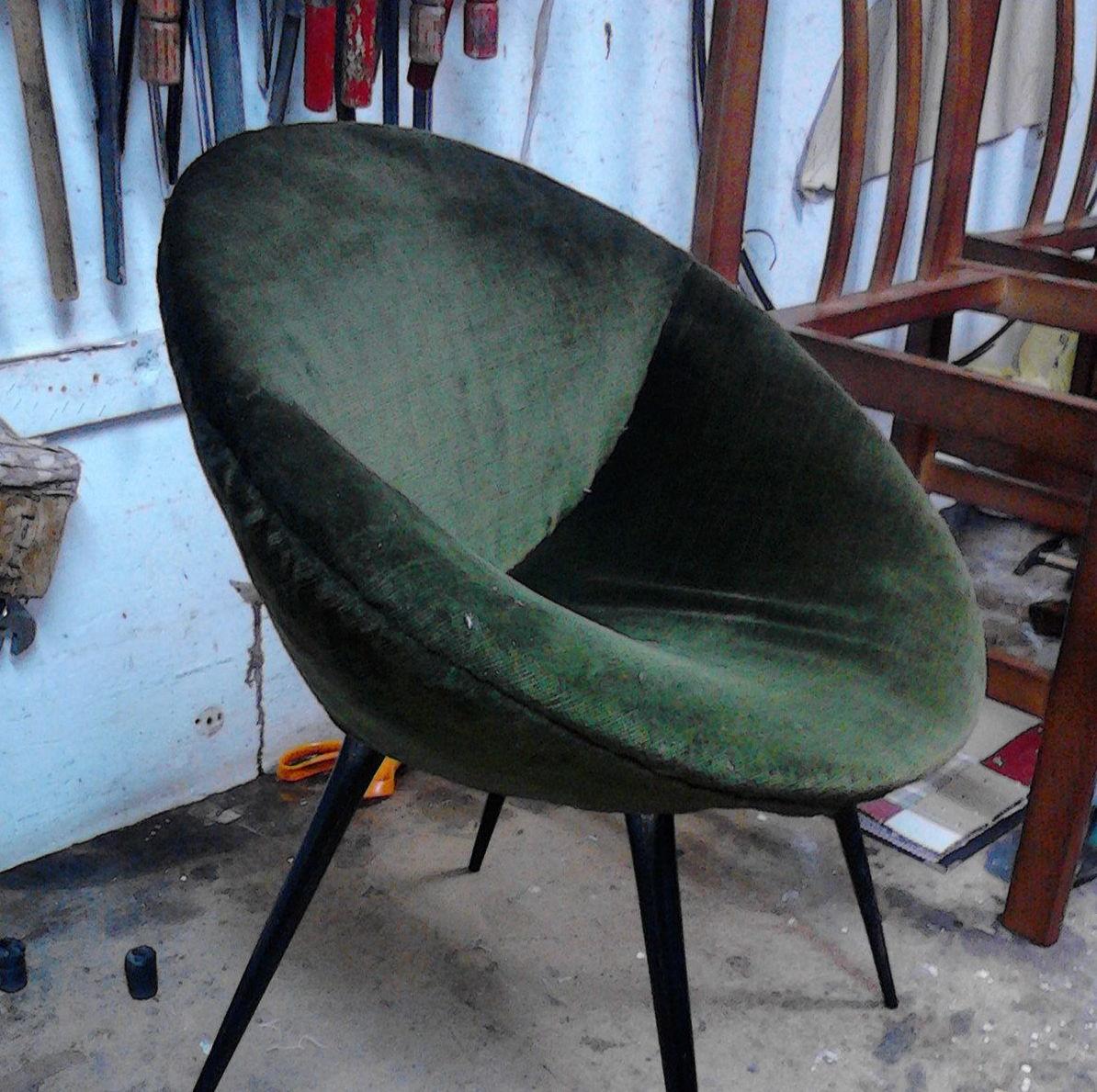 sillon vintage con pana verde  ( antes )