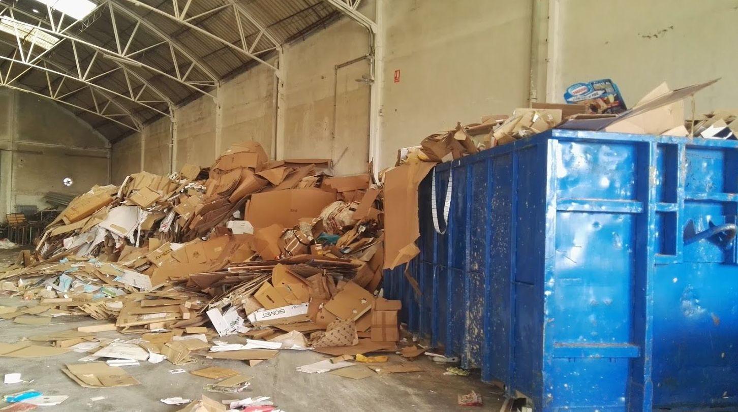 Nave para el reciclaje del cartón