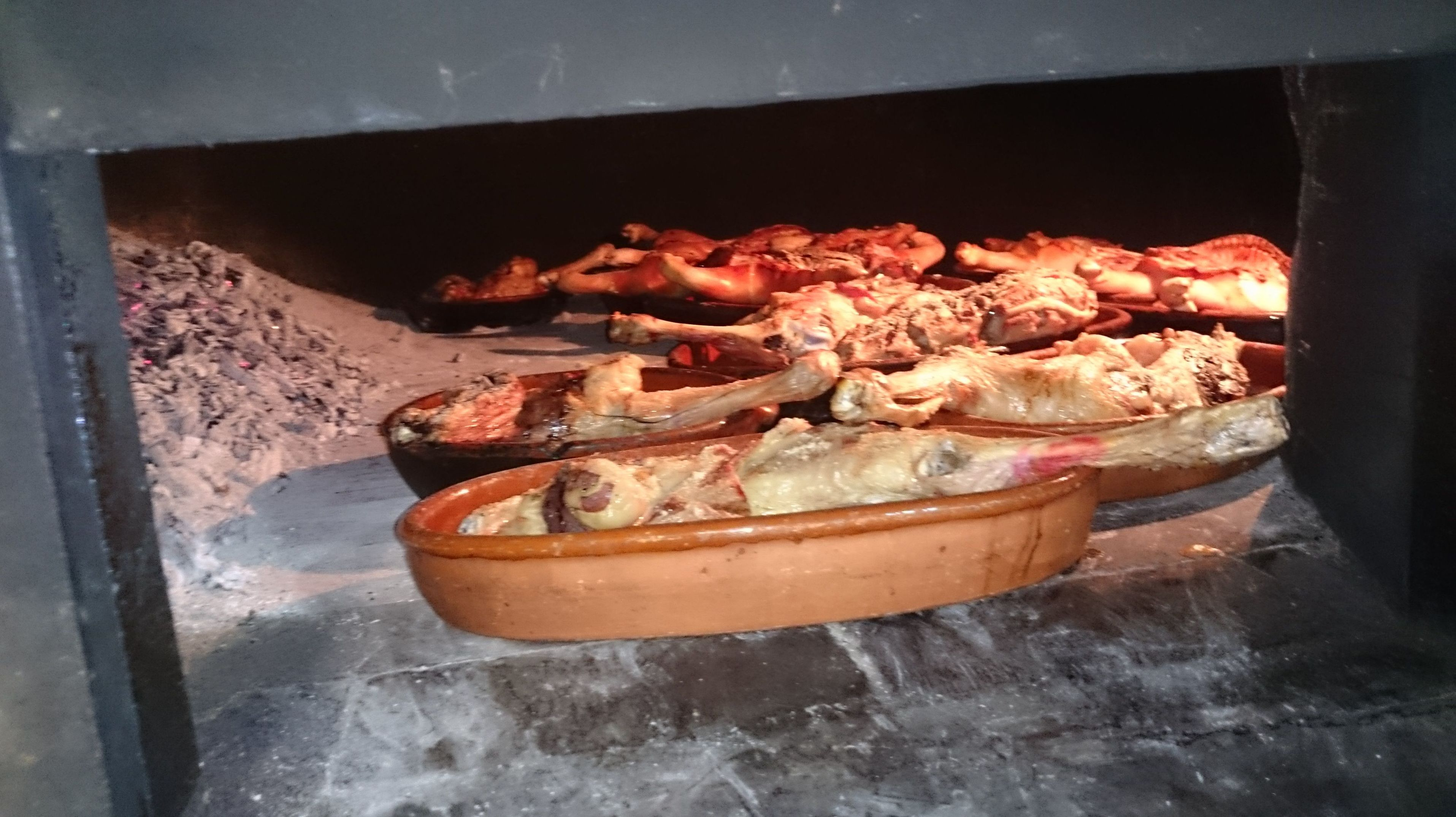 SEGUNDOS: ASADO SEGOVIANO.  Recién hecho de Restaurante Asador  El Encinar
