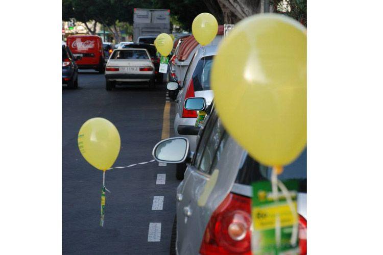 Apertura con publicidad de globos