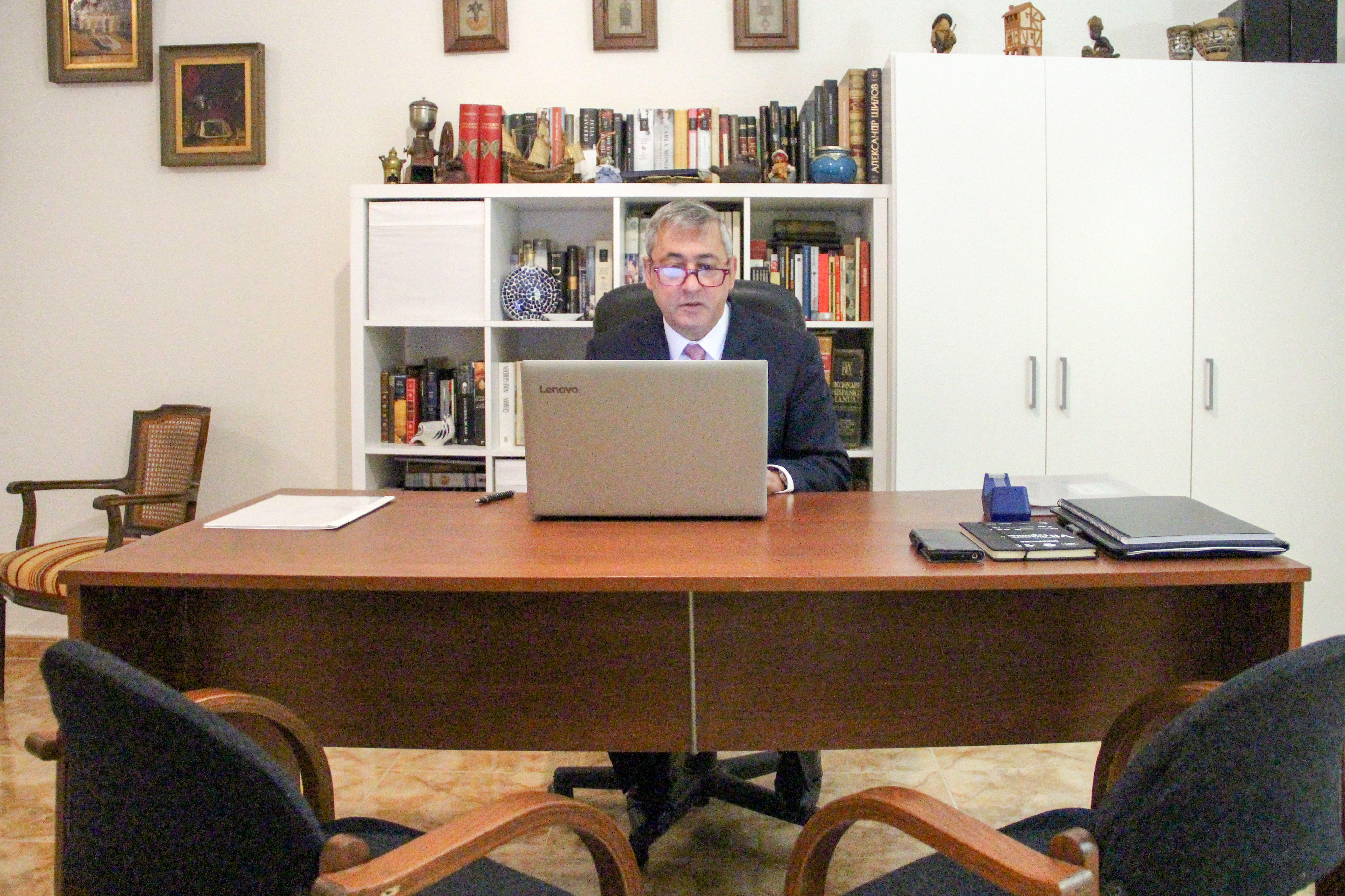 Vista frontal escritorio