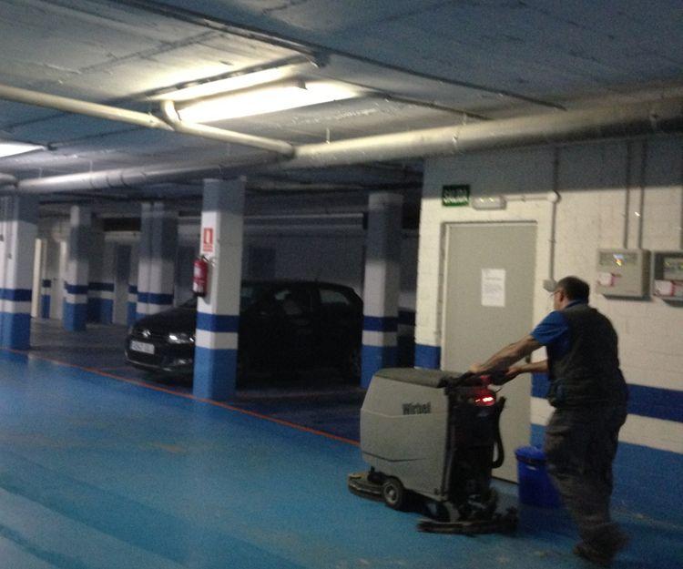 Fregado de garajes