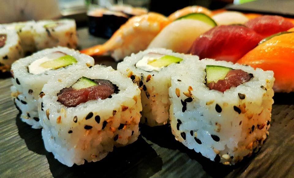 Comida japonesa en el puerto de Eivissa