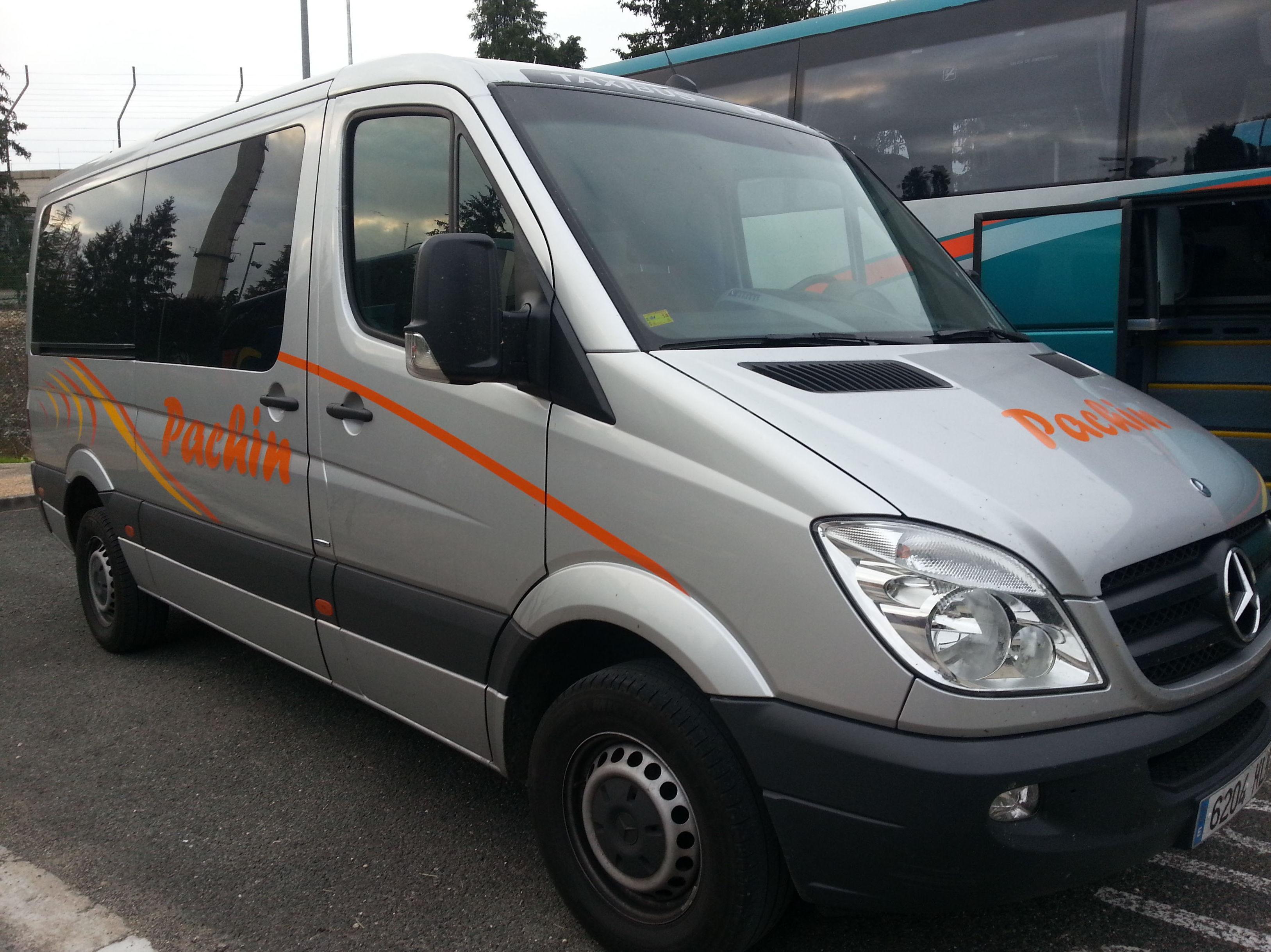 Disponemos de todo tipo de vehículos, autocares, microbuses, taxis...
