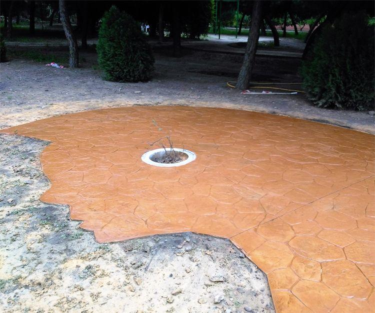 Cara virgen de hormigón impreso en piedra irregular