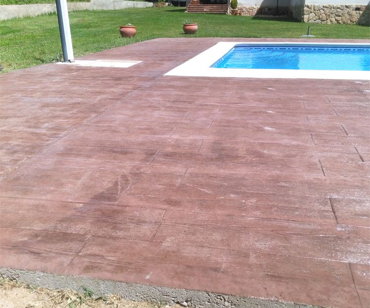 Imitación de madera en piscina
