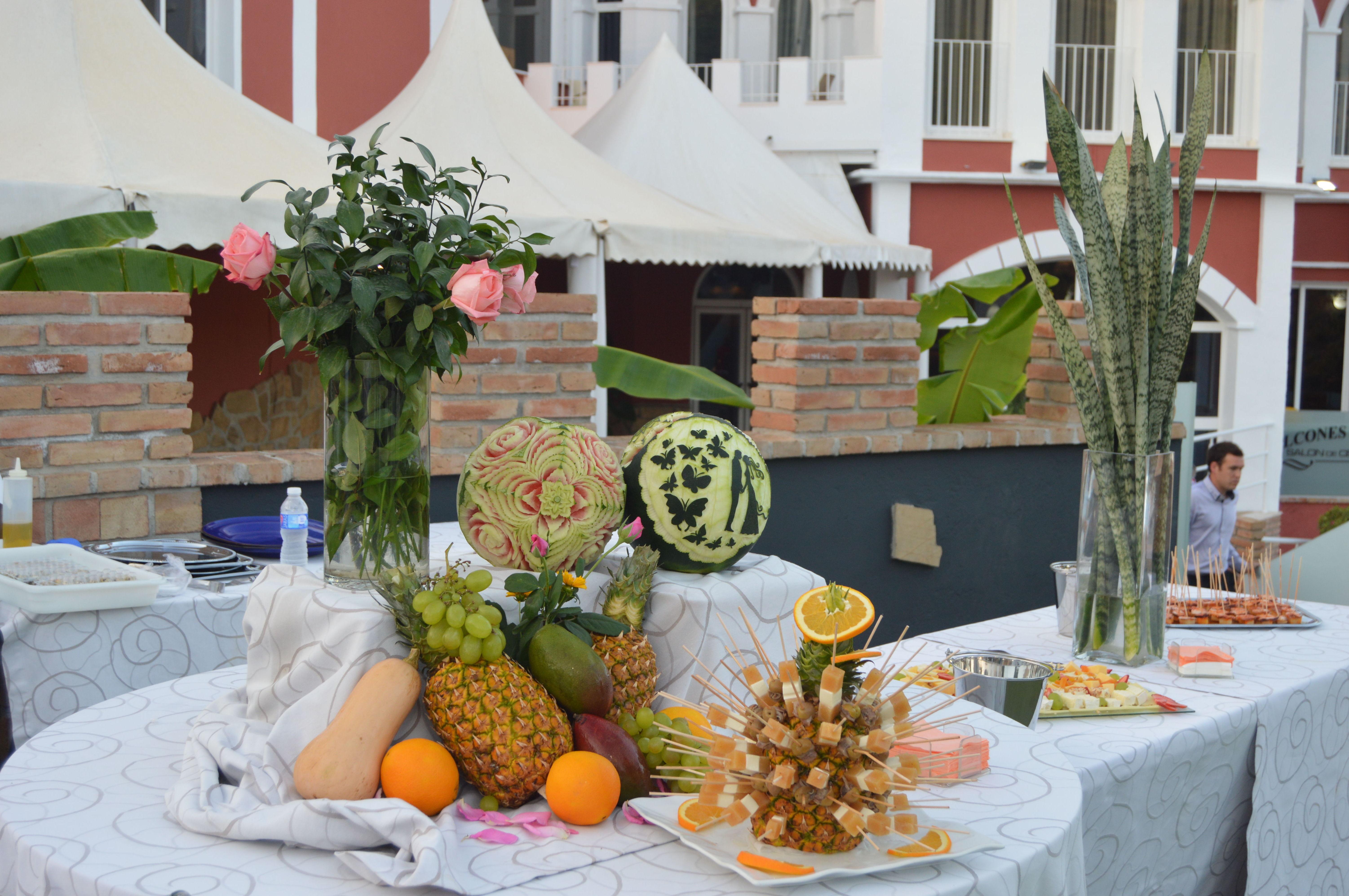 Tallaje de fruta y expositor de aperitivos