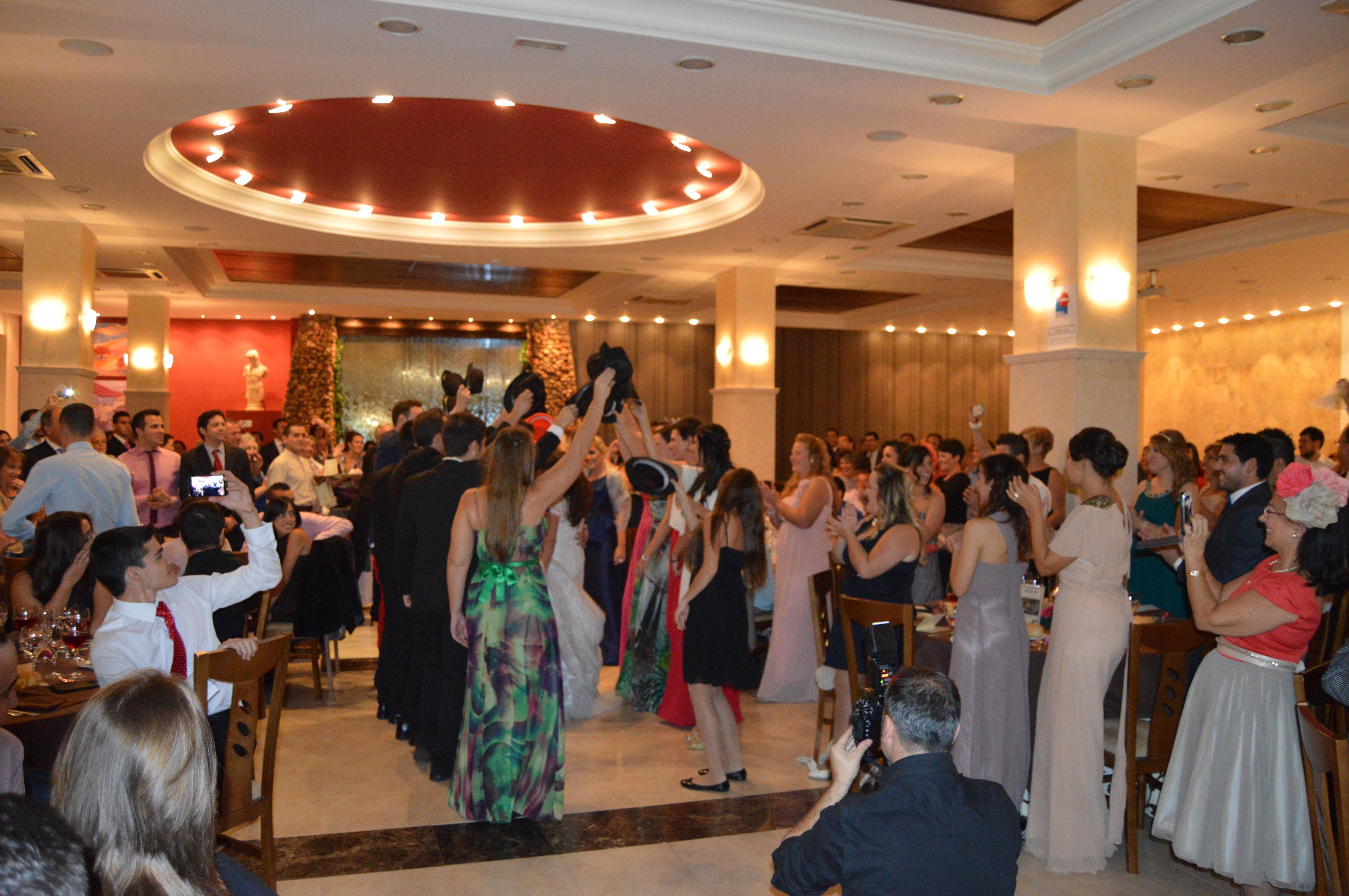 Baile sorpresa en salón de celebraciones