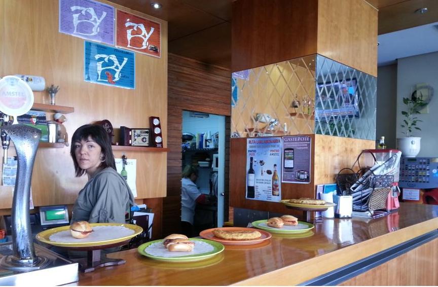 Foto 4 de Cafeterías en Vitoria-Gasteiz | Cafetería Bayona