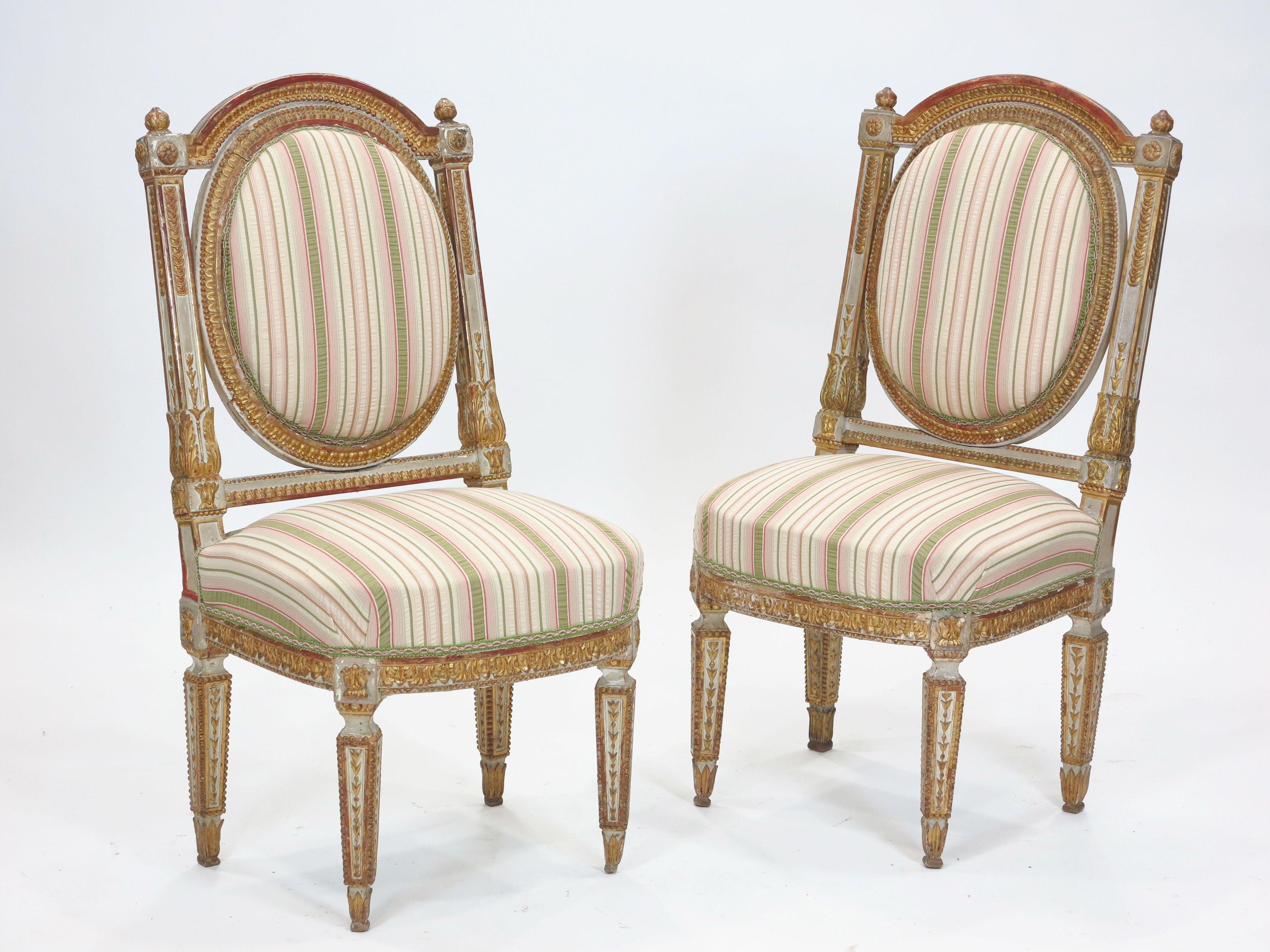 Pareja de sillas de madera tallada: Catálogo de Goya Subastas