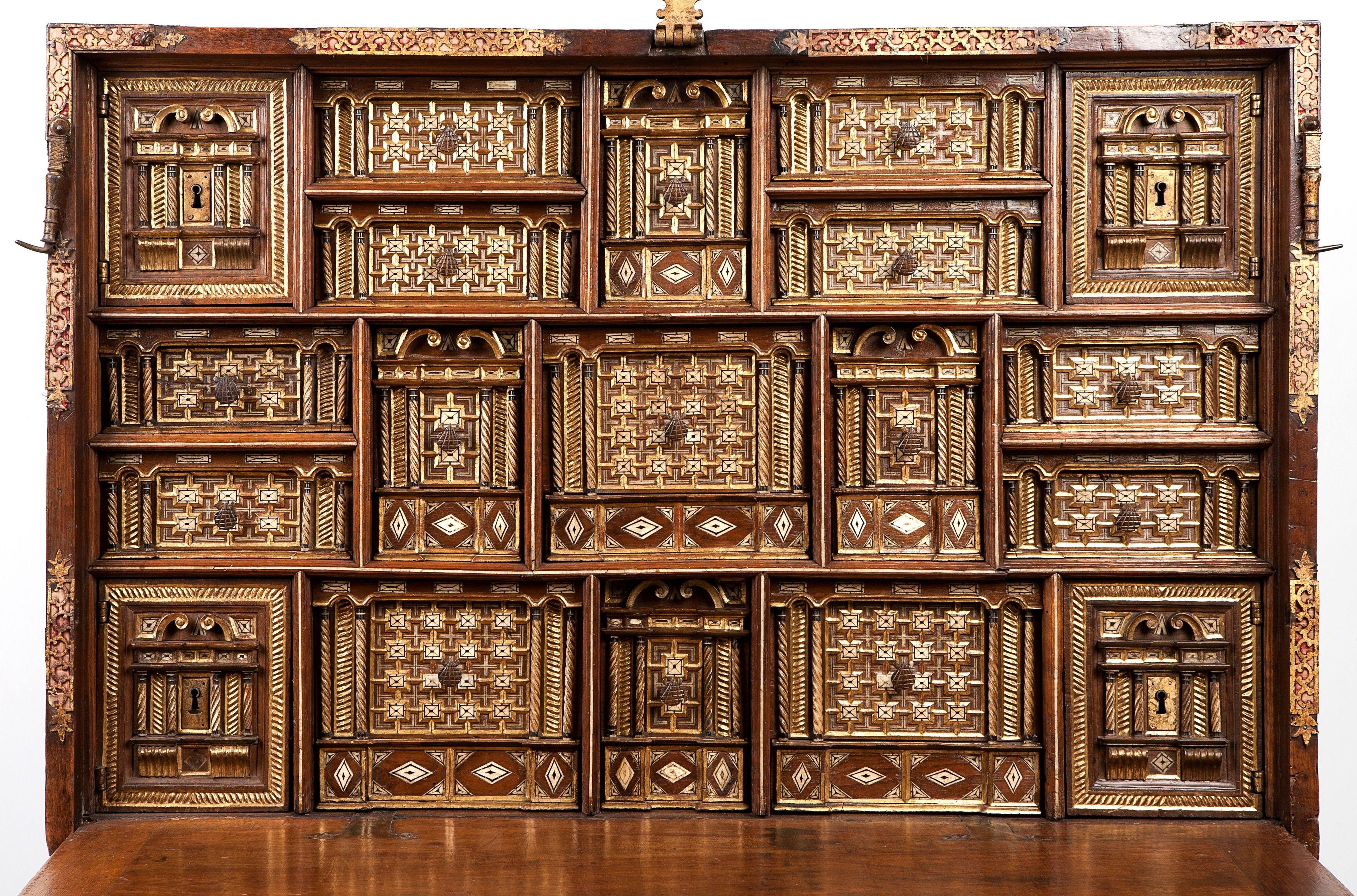 Bargueño castellano de nogal: Catálogo de Goya Subastas