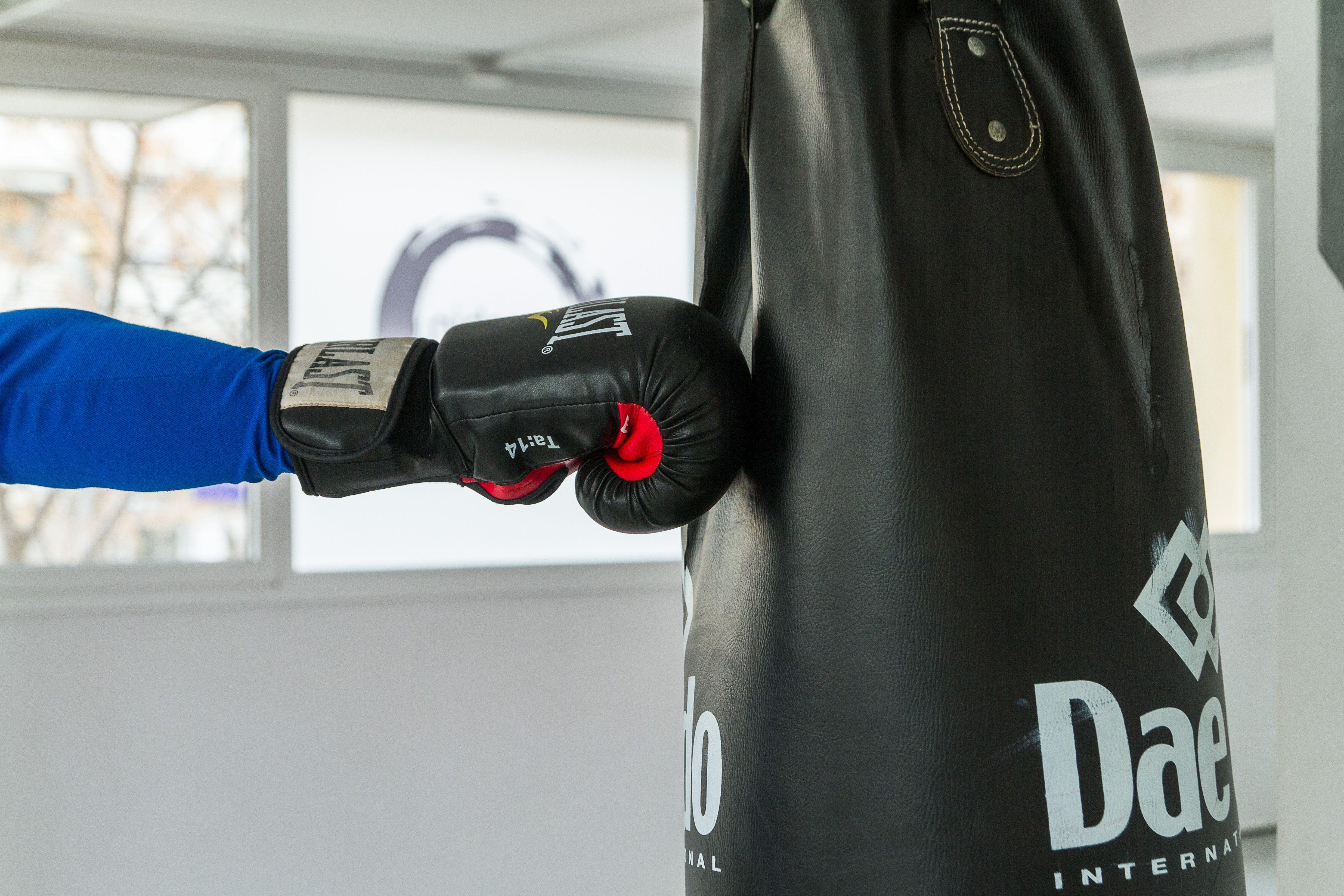 Clases de diferentes disciplinas de combate: taekwondo, lucha libre, judo, kárate, boxeo, Kenpo...