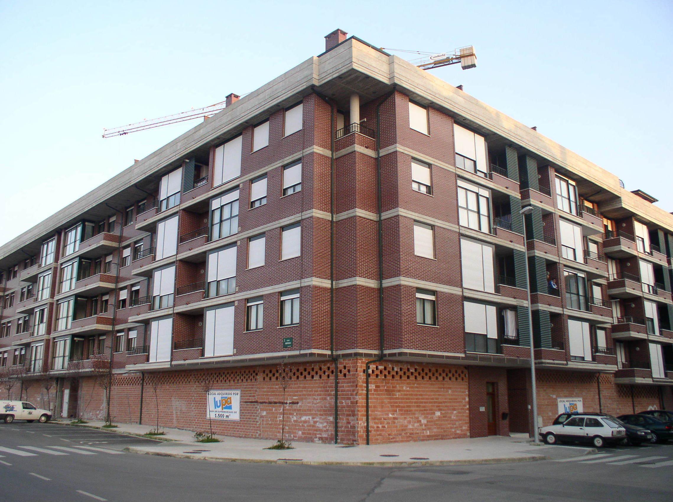 Edificio en Bezana
