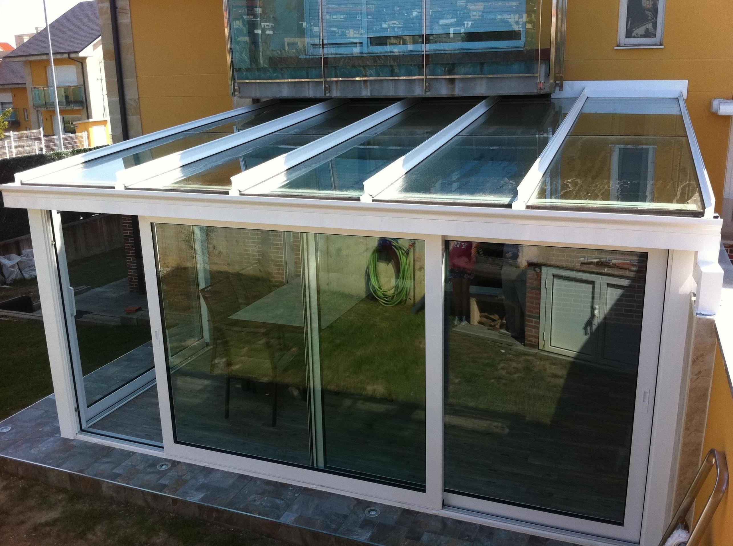 Cerramiento de porche con veranda en Guarnizo