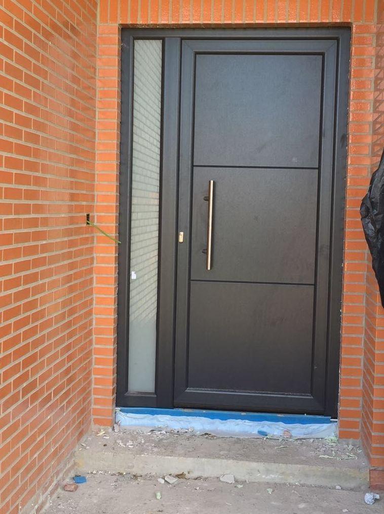 Puerta de entrada en La Arnia