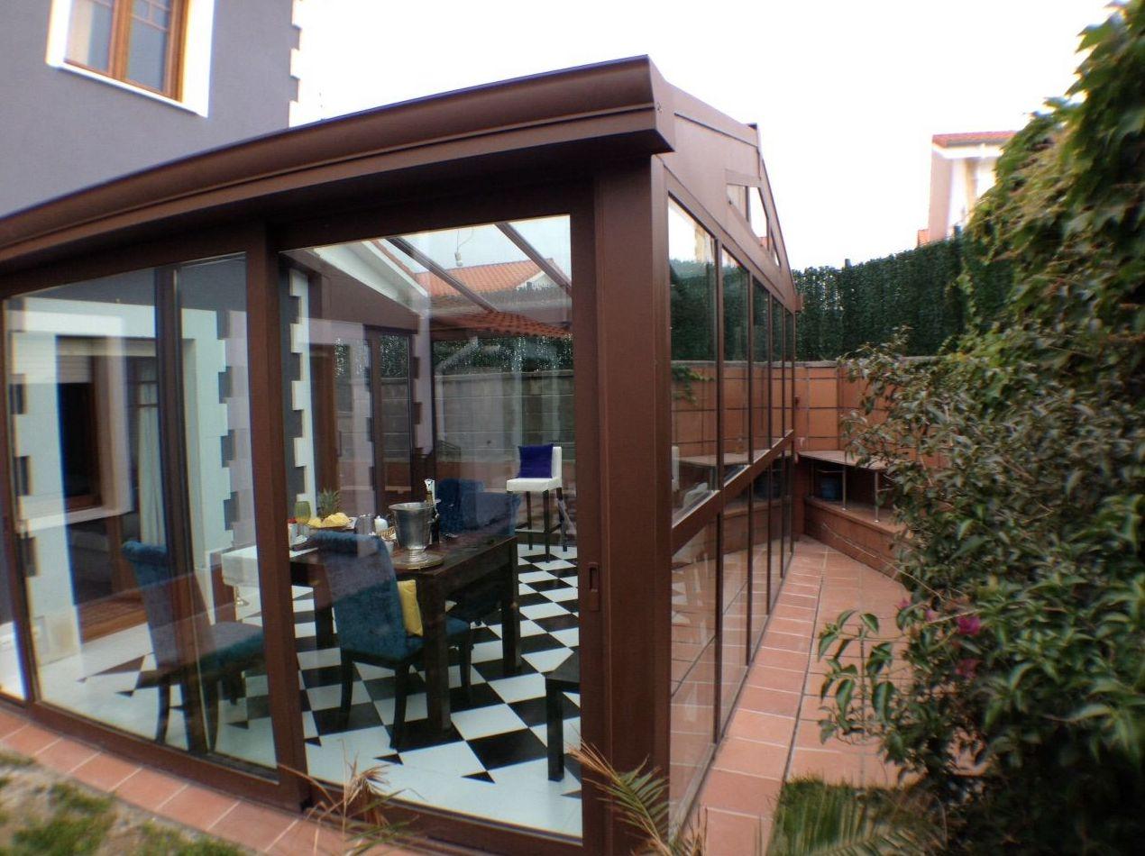 Cerramiento de porche con veranda a 2 aguas en Guarnizo