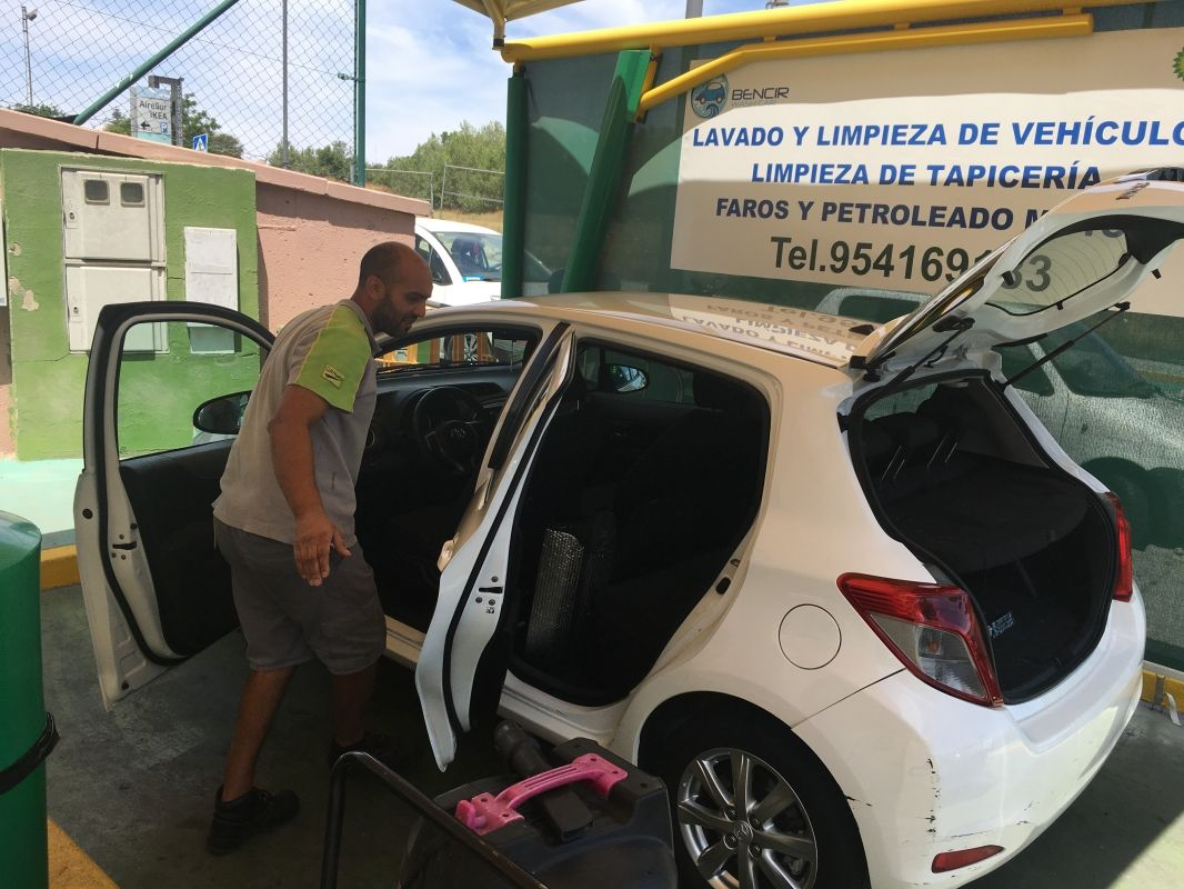 Lavado y limpieza de vehículos en Castilleja de la Cuesta