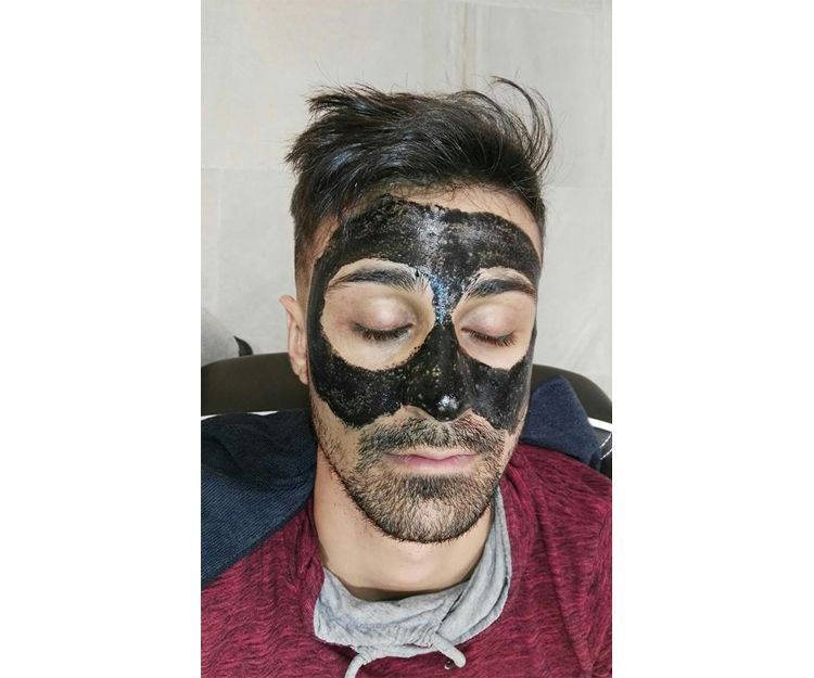 Mascarilla de carbón para puntos negros en Carranque