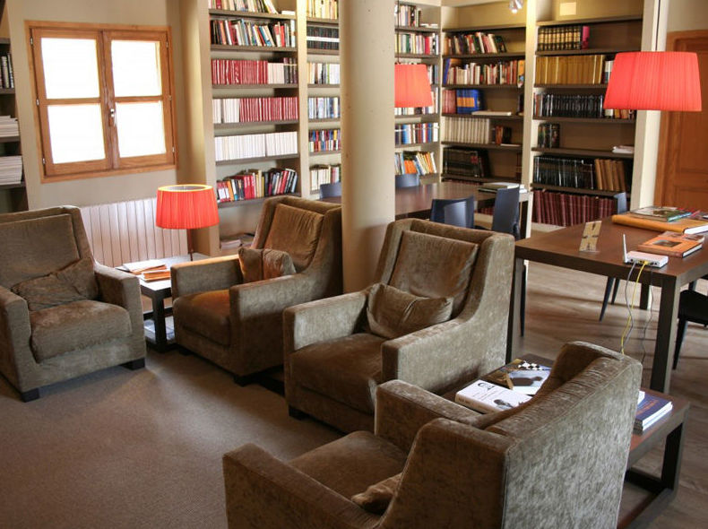 Alojamiento con biblioteca y sala de lectura