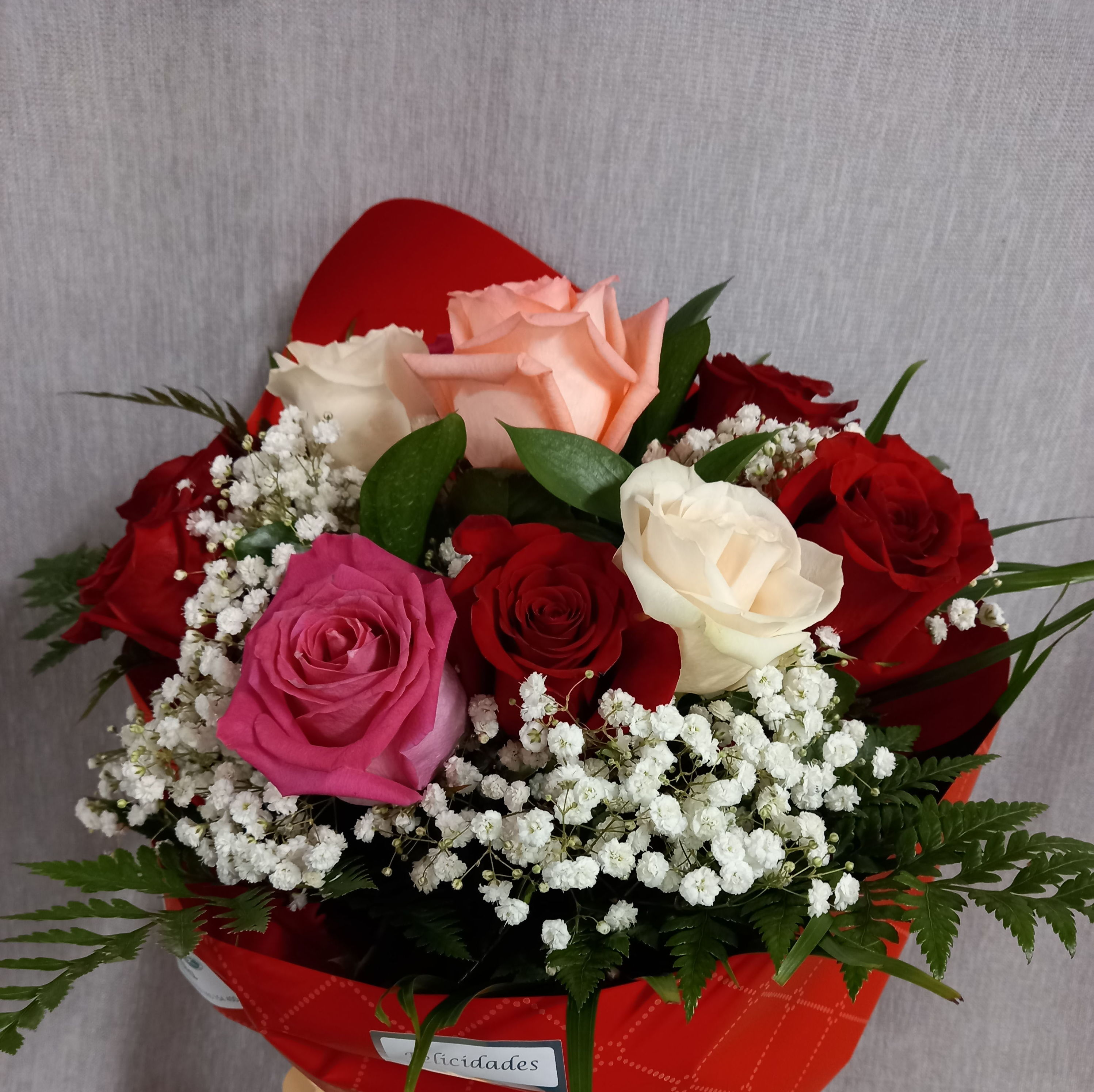 ramo de 8 rosas variadas