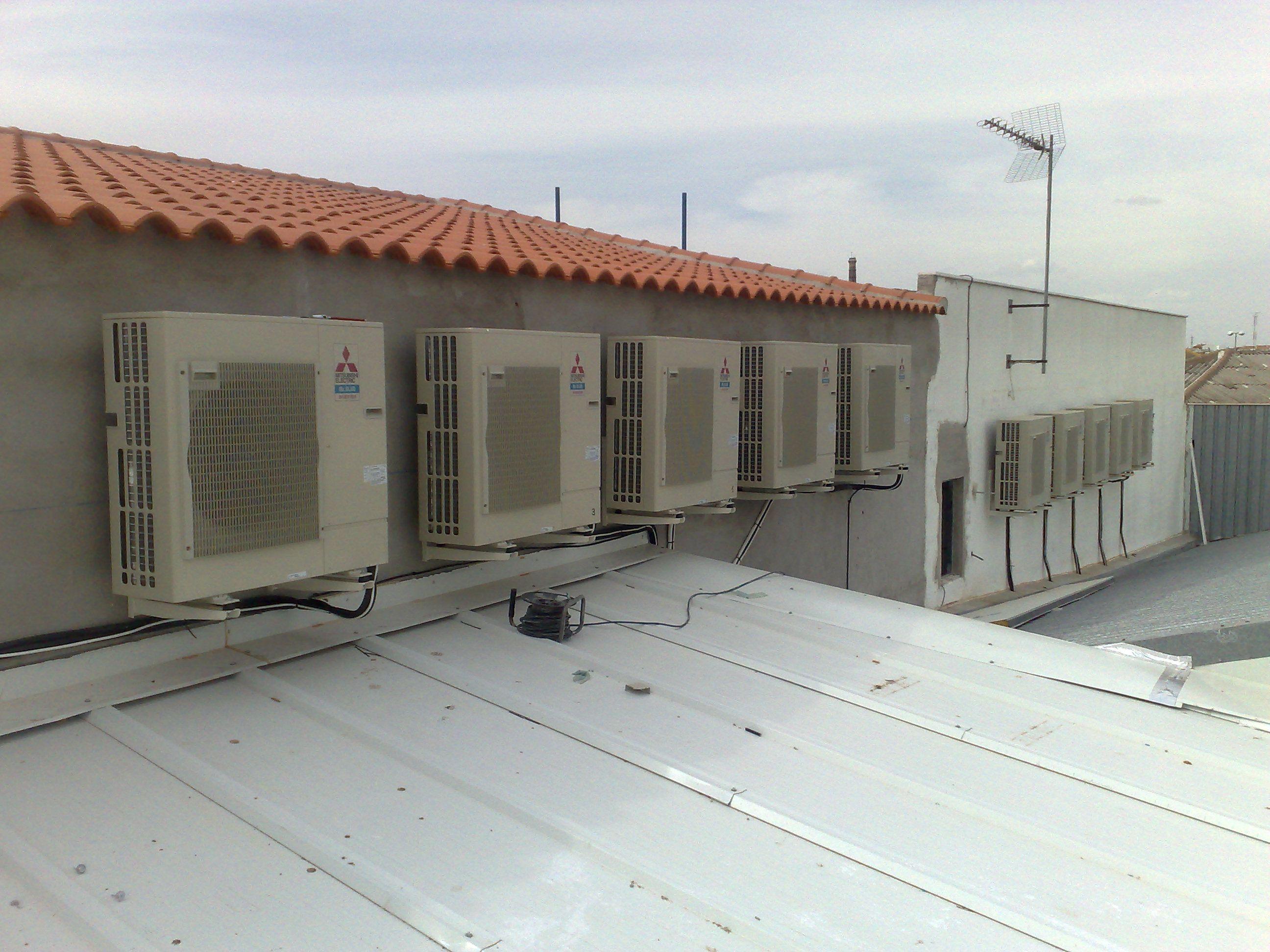 Foto 11 de Instalación, reparación y mantenimiento de aire acondicionado en Quintanar de la Orden | Servi- Electro Quintanar