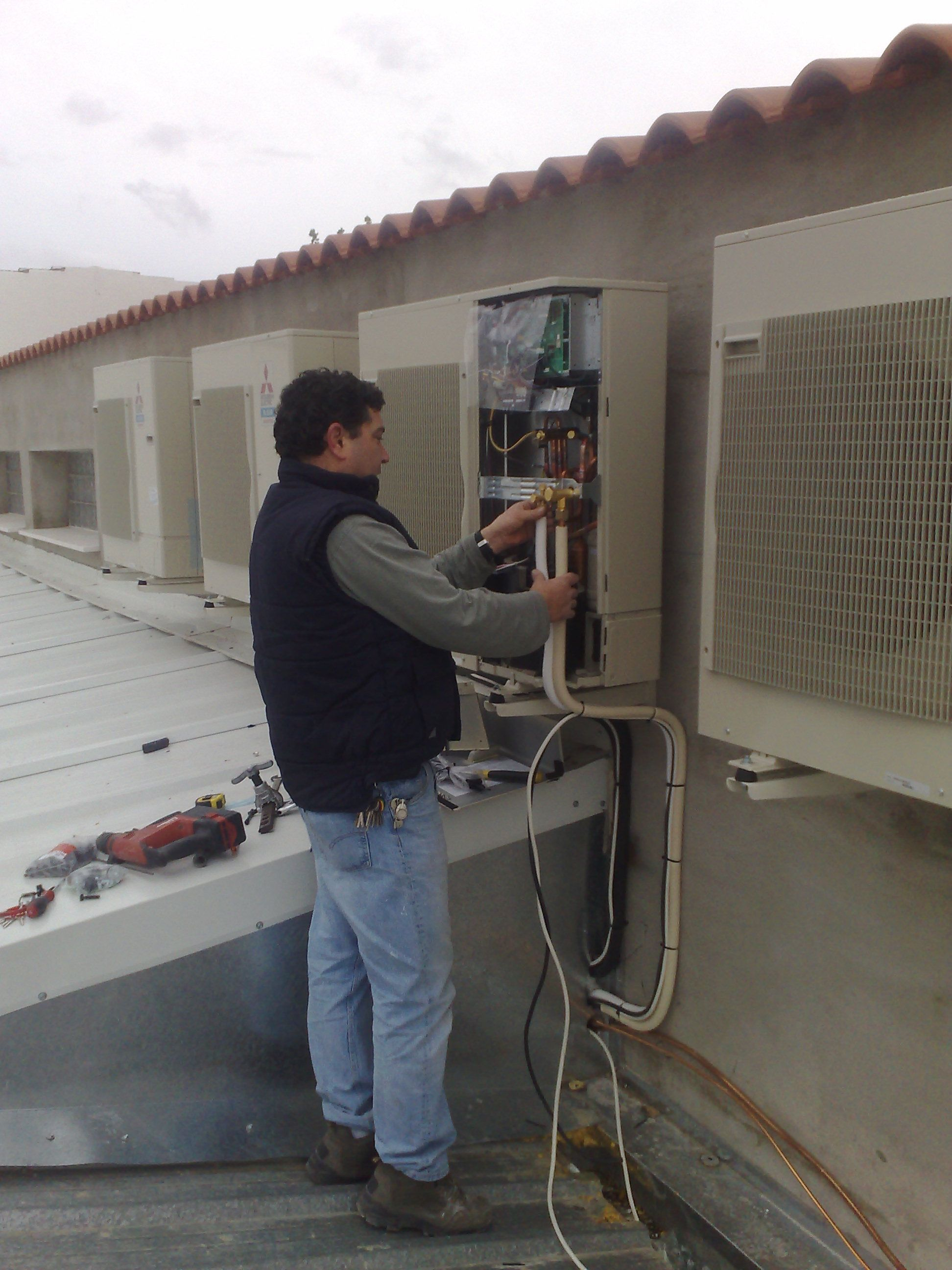 Foto 5 de Instalación, reparación y mantenimiento de aire acondicionado en Quintanar de la Orden | Servi- Electro Quintanar