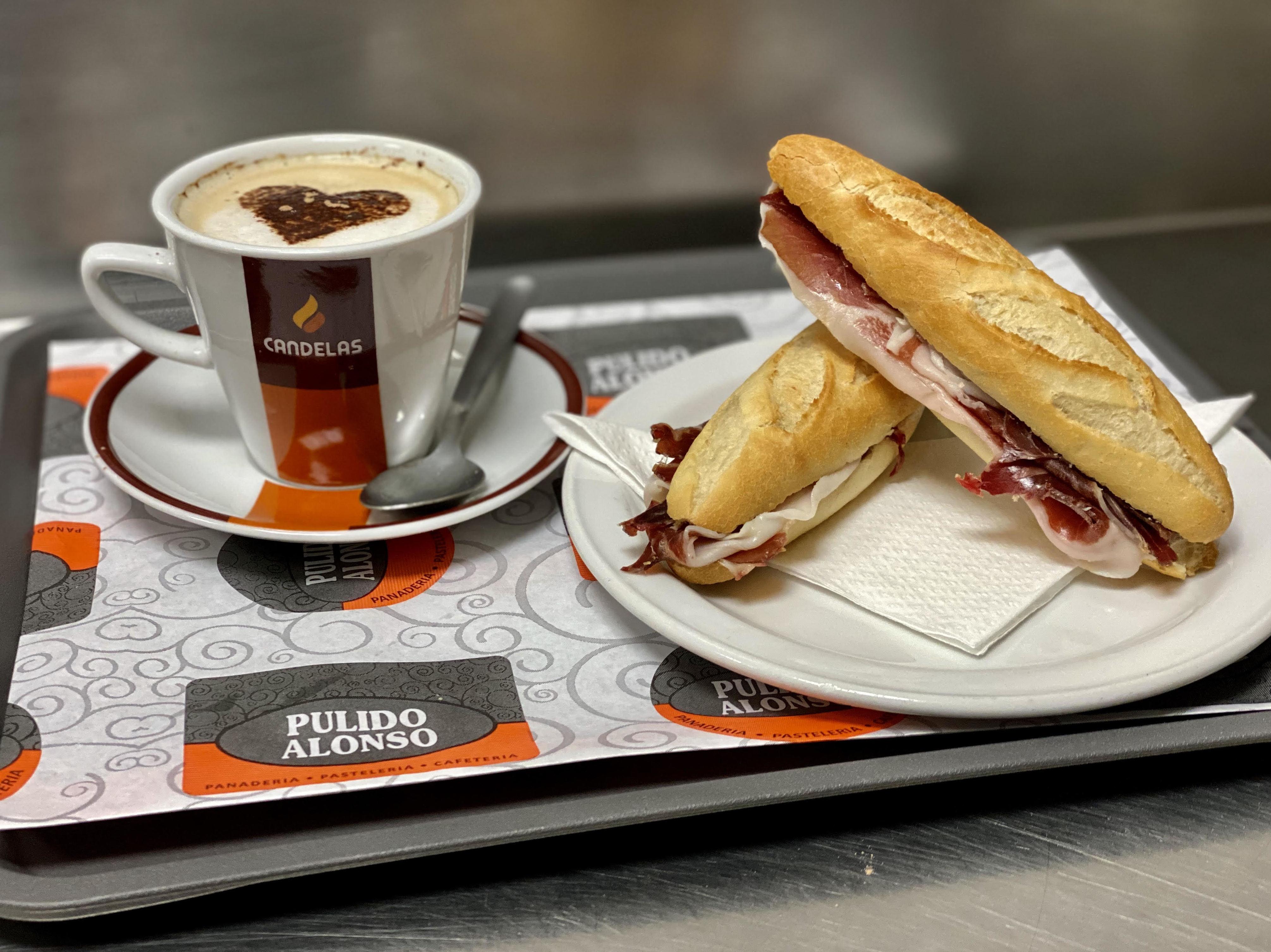 Cafetería: Productos y servicios de Panadería Pastelería Cafetería Pulido Alonso