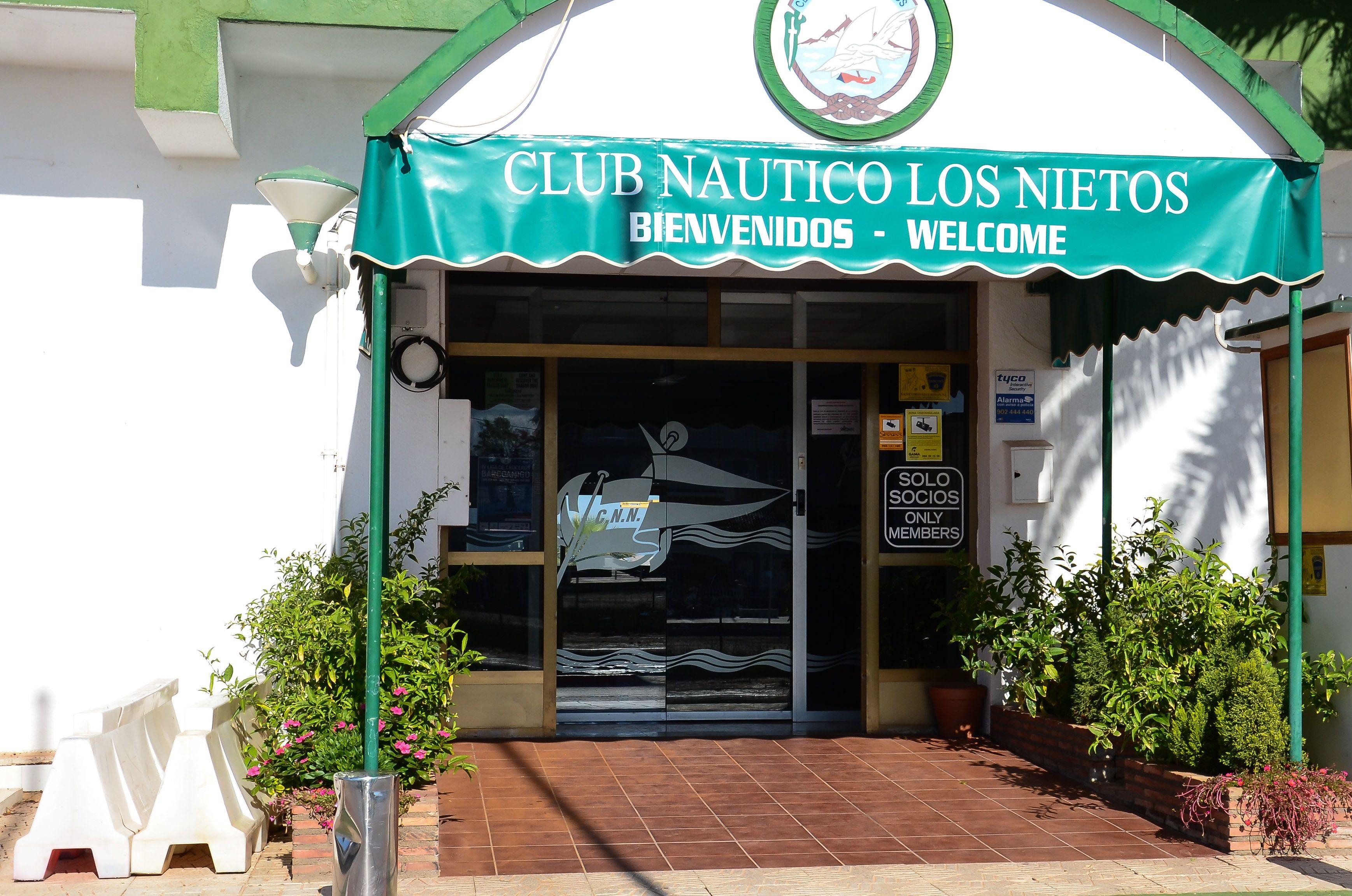 Foto 2 de International kitchen en Los Nietos | Restaurante Club Náutico Los Nietos