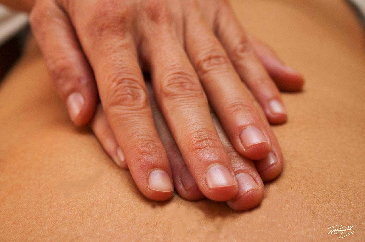 Masaje terapéutico de espalda