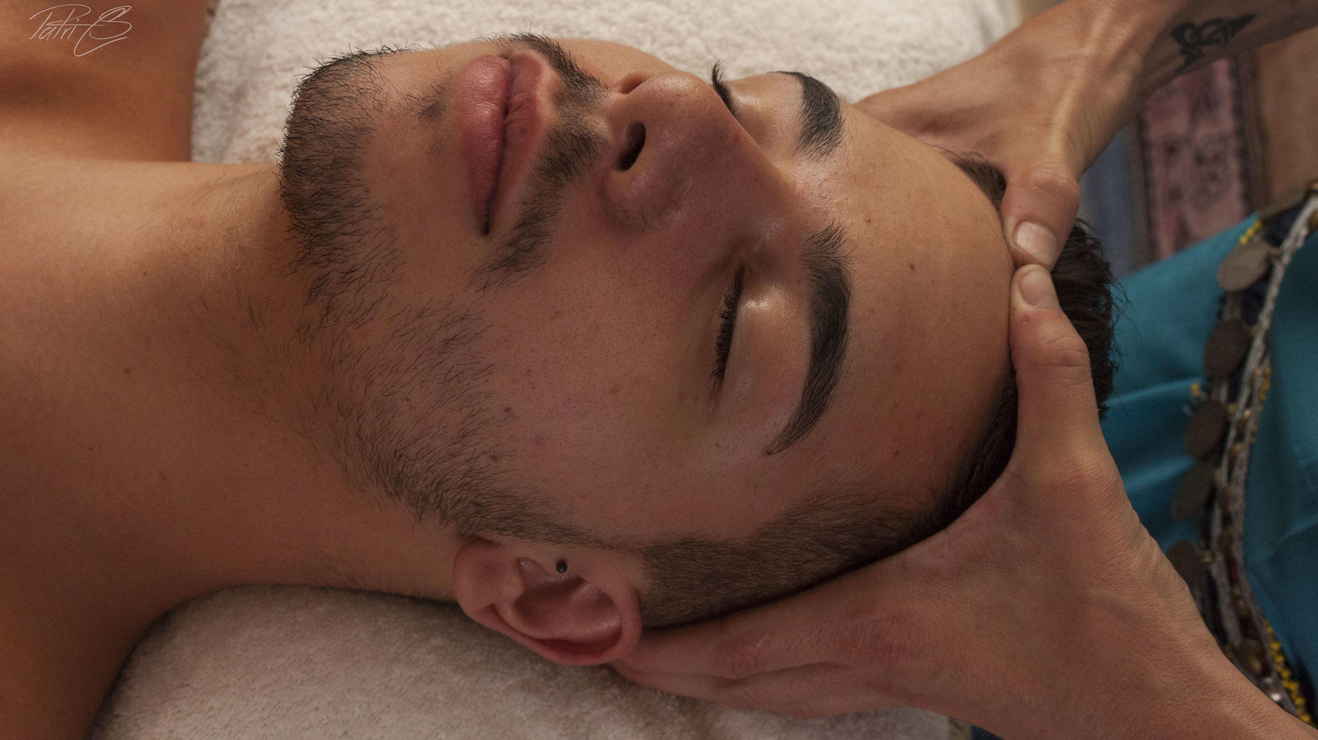 Masaje facial mukha abhyanga: Terapias y actividades de Kumara Centro Holístico