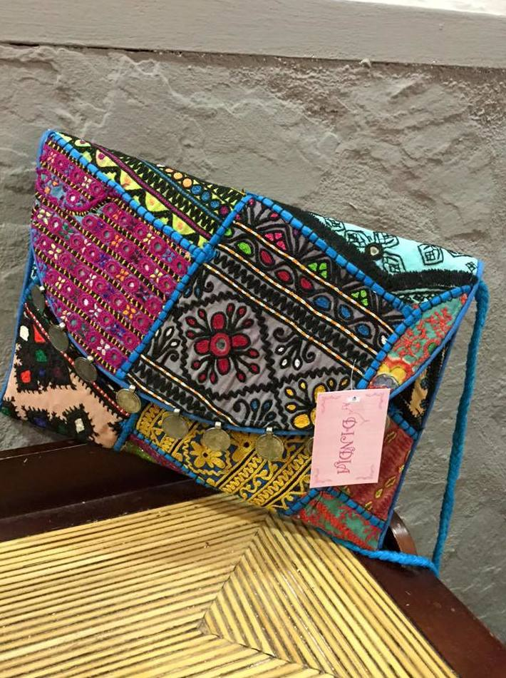 Bolsos y complementos artesanos de la India en Barcelona
