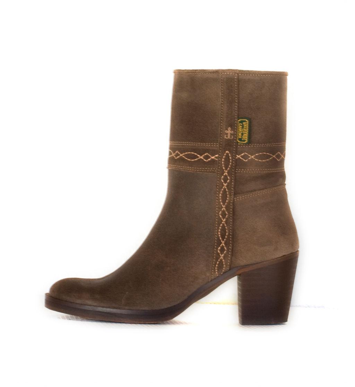 916b2f493fd2c Bota campera de mujer de caña baja. MOD. 40. Ceniza  Colección de Dakota  Boots