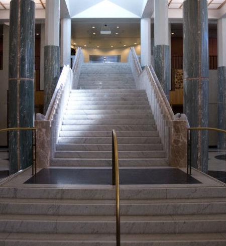 Escaleras de m rmol y granito servicios de m rmoles aroa for Escaleras de marmol y granito