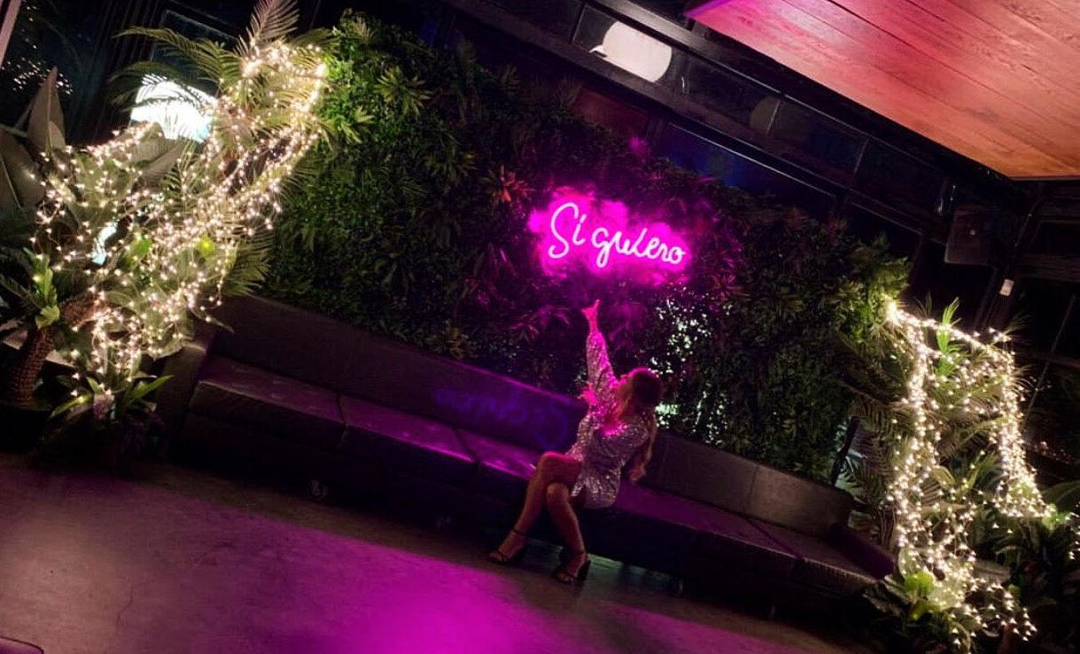 Neón Si Quiero: Decoración de eventos de DeMadera Chic