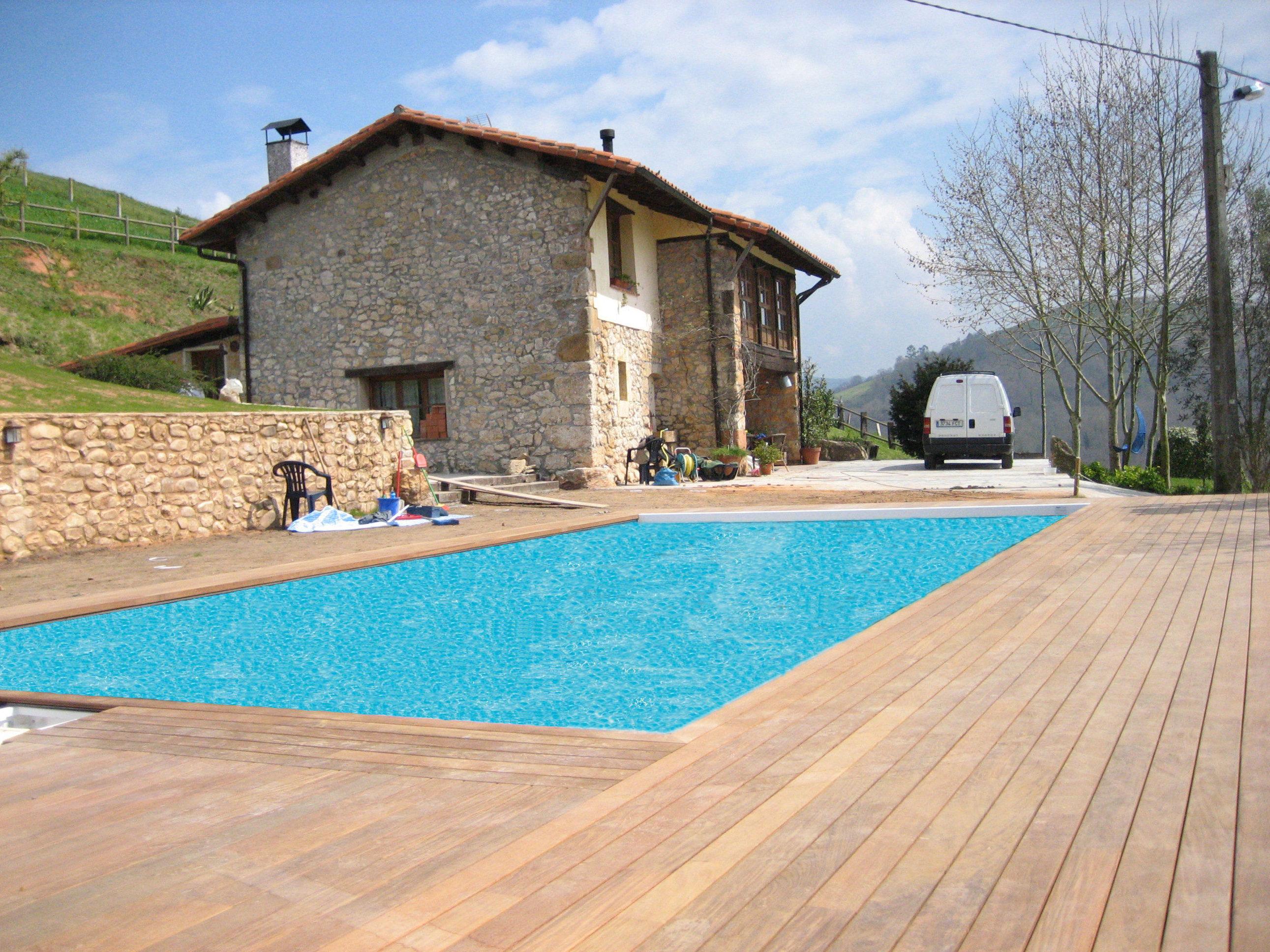 Tarima exteriores piscina casa rural ASTURIAS