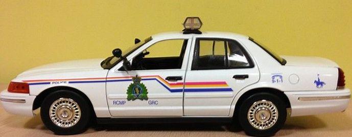 COCHE POLICIA MONTADA DE CANADA 1:18