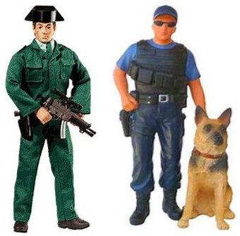 FIGURAS DE POLICIA A ESCALA