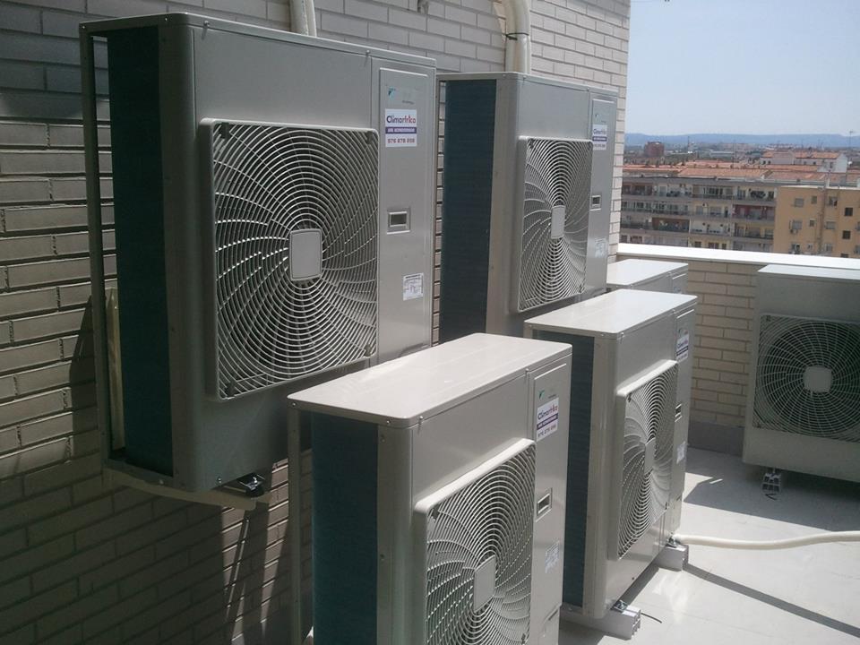 Instalación de aire acondicionado en construcción de edificios
