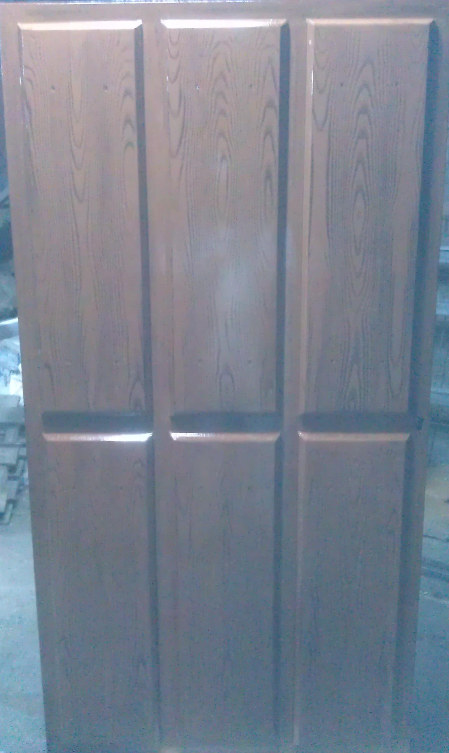 Imitación a madera en puertas de hierro en Ávila