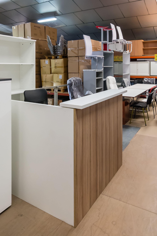 Disponemos de mobiliario nuevo, procedente de exposición y de excedentes de fabricación