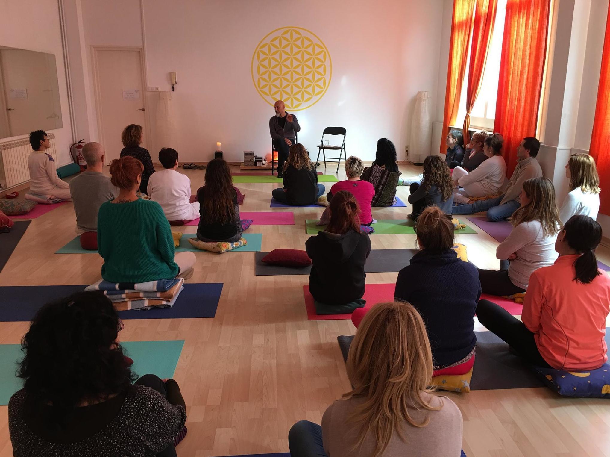 Encuentros para la práctica del yoga
