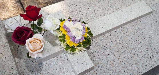 Flores y ornamentos fúnebres